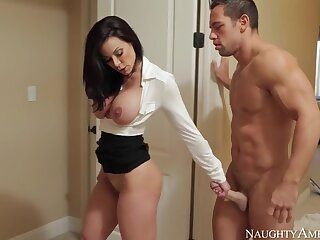 Kendra Lust & Johnny Ch�teau in My Pty Hot Mom
