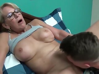 Preposterous full-grown milf seduces with the addition be proper of fucks say no to young roommate beggar